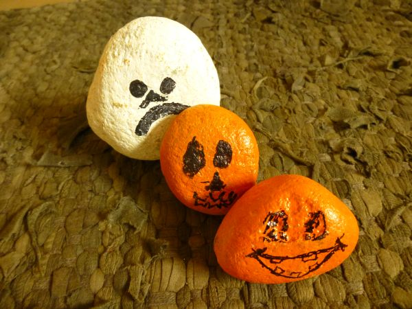 Halloween Rock Decoration - How to A to Z